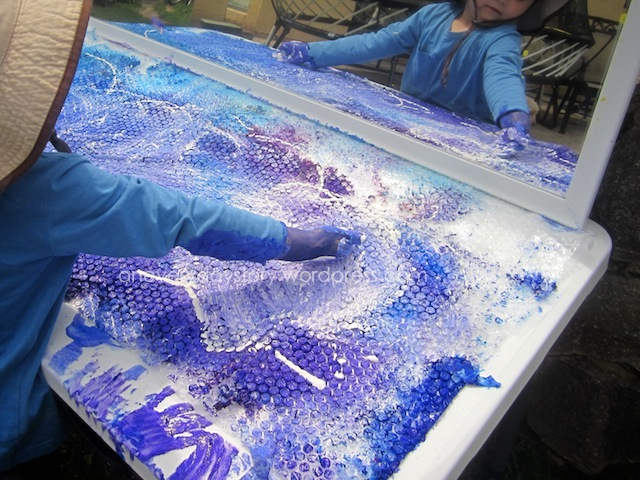 Reggio Emilia activities - bubble wrap painting {An Everyday Story}